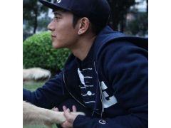 亚博体育特约嘉宾台湾著名导演伍家伟名作《花都之恋》